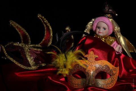 Boneca e máscara
